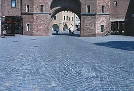 Gebrauchtes Granitpflaster in Segmentbögen