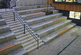 Granit-Sitzblöcke