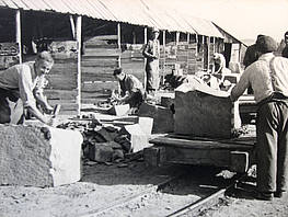 Steinmetze bei der Arbeit