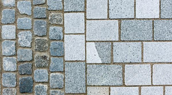 gespaltenes und gesägtes Granitpflaster
